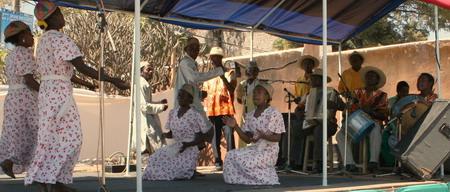 Denne gjengen underholdt på et marked som var satt opp under det store idrettsstevnet i september 2007
